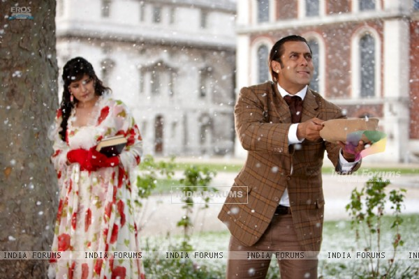 A still image of Salman and Zarine (39869)