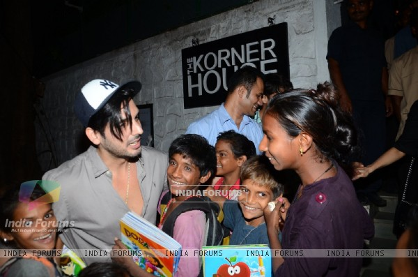 Spotted: Zayed Khan greets street kids outside 'The Korner House'n