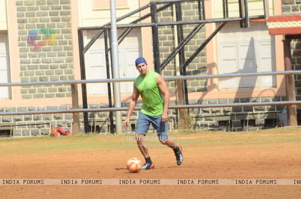 Dino Morea Snapped Practicing Soccer!
