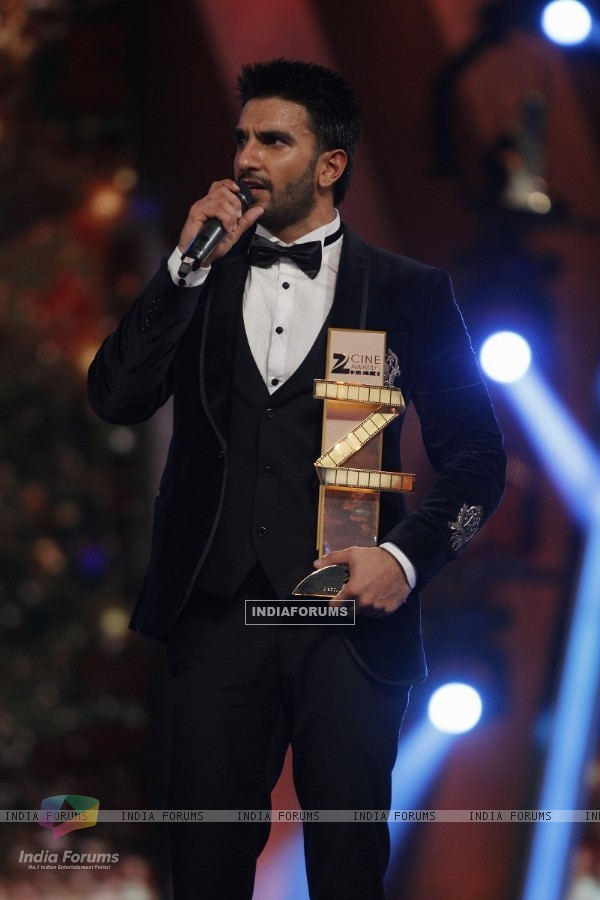 Ranveer Singh wins Best Actor Jury for Bajirao Mastani
