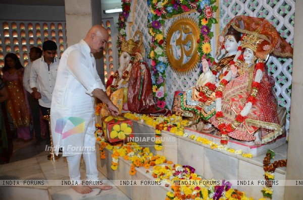 Rakesh Roshan performs Mahashivratri Pooja with Family