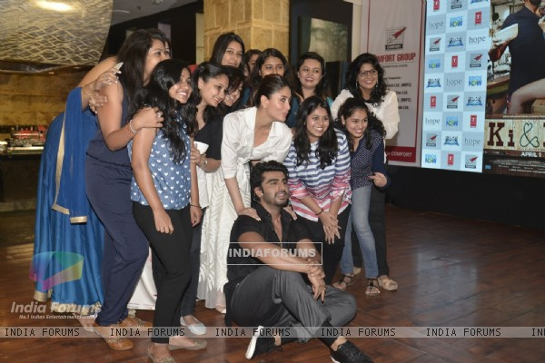 Arjun & Kareena Takes a Picture with reporters at Promotional Event of Ki and Ka on Int Women's Day