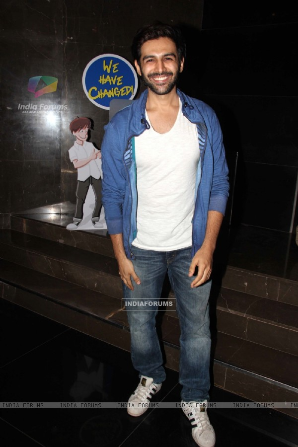 Kartik Aaryan with Pyaar Ka Punchnama 2 Team Reunites at Special Screening of 'Race'