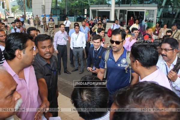 Mahendra Singh Dhoni Snapped at Airport