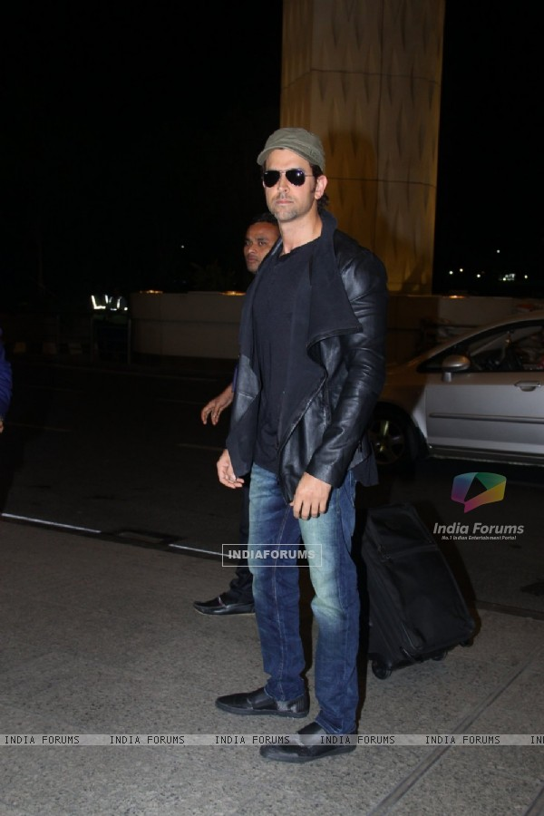 Hrithik Roshan leave for IIFA Press Meet