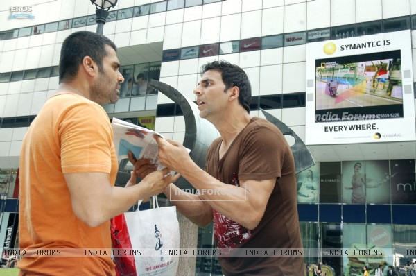 Still image of Akshay and Sunil Shetty (40008)