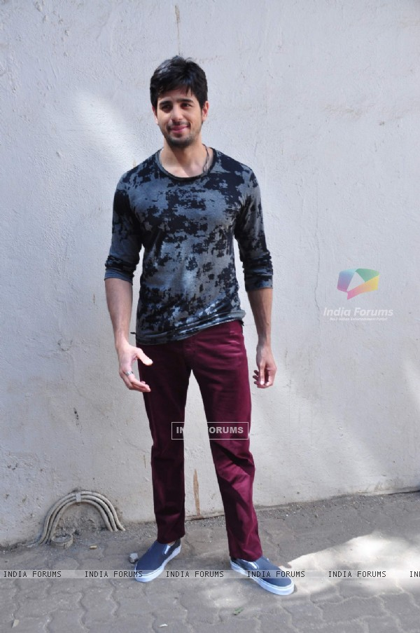 Sidharth Malhotra poses for Kapoor & Sons Photo Shoot