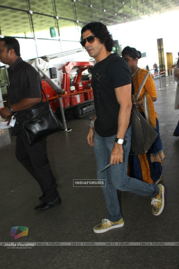 Farhan Akhtar Snapped at Airport