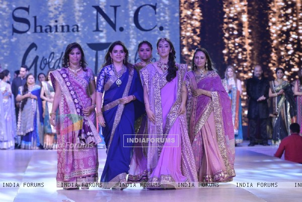 Shaina NC with Mansiha Koirala on Ramp of CPAA Fevicol Show