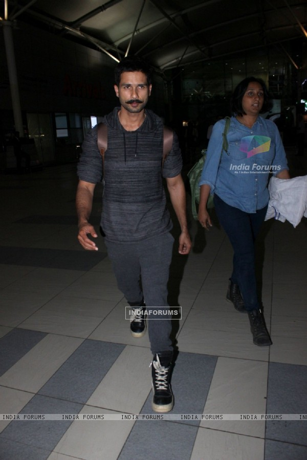 Shahid Kapoor Snapped at Airport