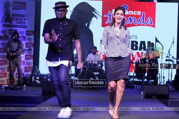 Benny Dayal Shakes a leg with the beautiful Ileana D'cruz at Launch of 'Reliance Trends' Store
