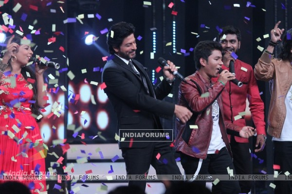 Shah Rukh Khan Promotes 'Fan' on 'Sa Re Ga Ma Pa' 2016