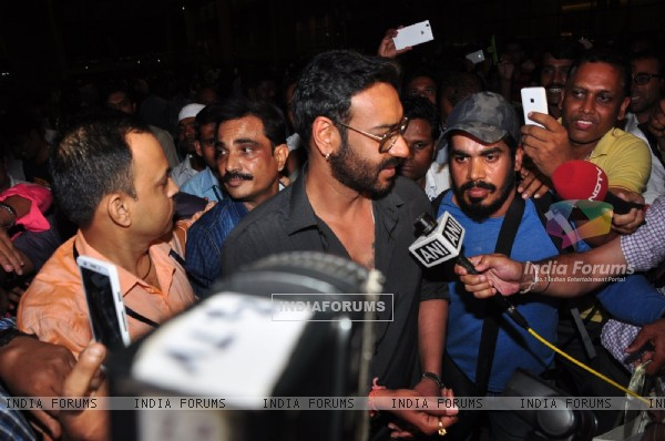 Airport Diaries: Ajay Devgn surrounded by reporters