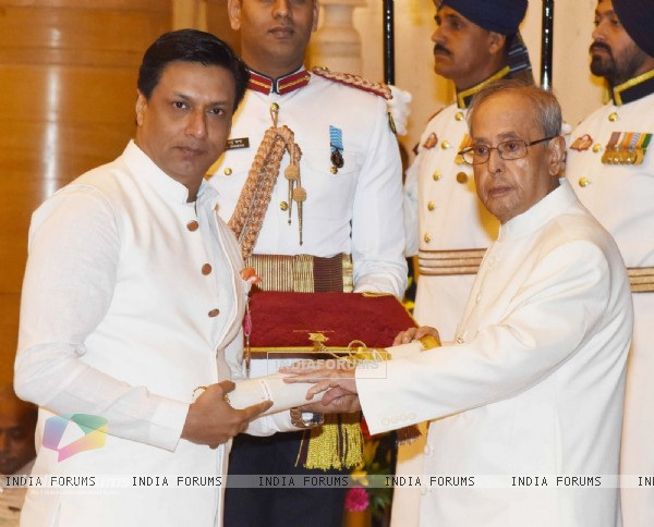 Madhur Bhandarkar Recieves Padma Award from President Pranab Mukherjee at Padma Awards 2016 Ceremony