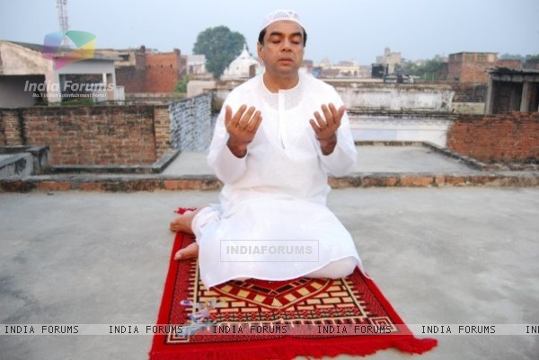 Paresh Rawal praying Namaz