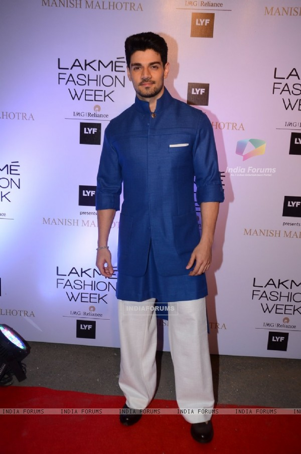 Sooraj Pancholi at Lakme Fashion Show 2016
