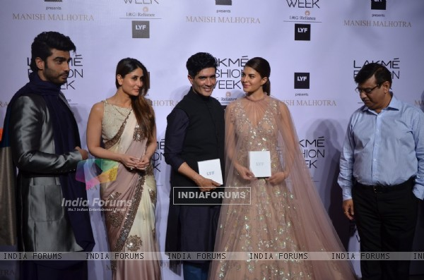 Arjun Kapoor, Kareena Kapoor, Manish Malhotra and Jacqueline Fernandes at Lakme Fashion Show 2016