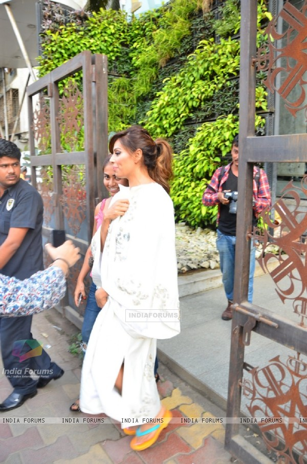 Bipasha Basu Snapped Post Photo Shoot at Sussanne's store