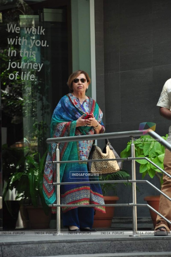 Helen Visits Arpita Khan at Hinduja Hospital