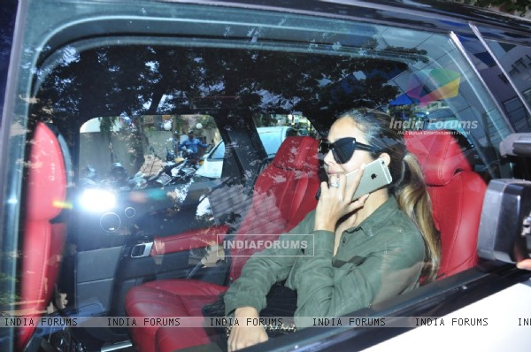 Amrita Arora Visits Arpita Khan at Hinduja Hospital