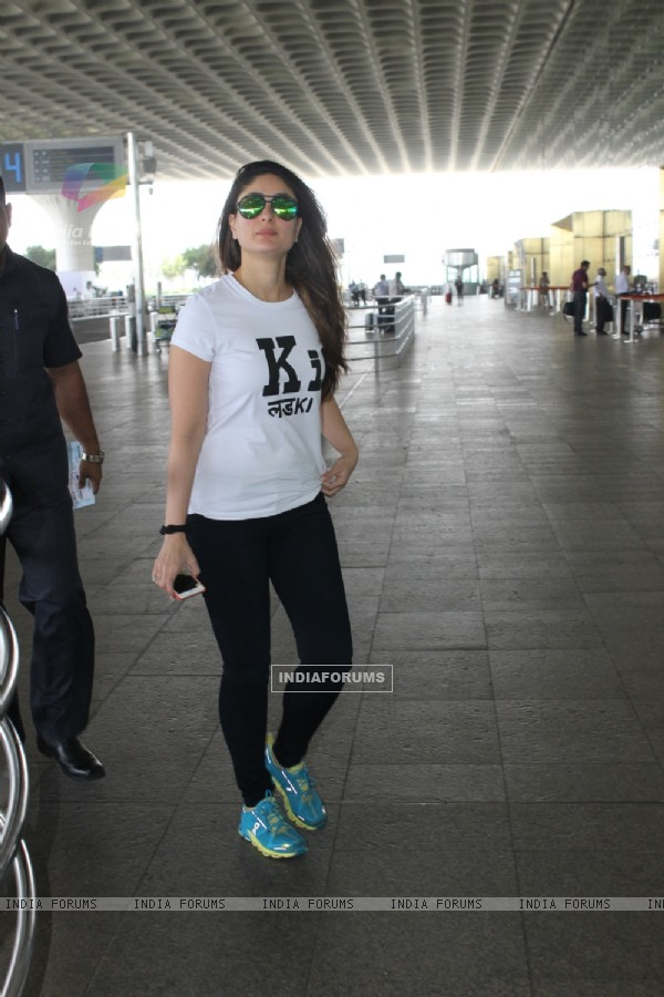 Airport Spotting: Gorgeous Kareena Kapoor