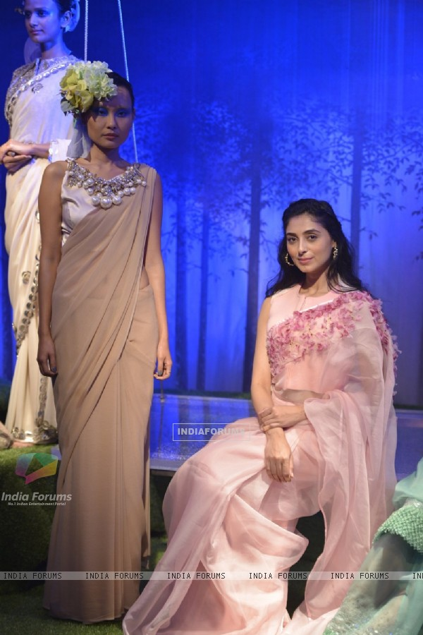 Pernia Qureshi at Lakme Fashion Show 2016