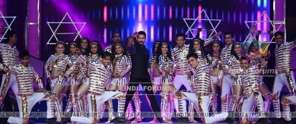 Shahid Kapoor performs at Umang 2016
