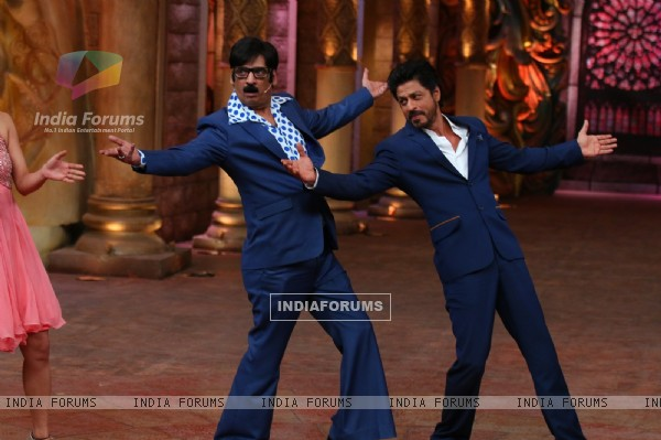 Shah Rukh Khan and Shakeel Siddiqui at Promotions of 'Fan' on 'Comedy Nights Bachao!