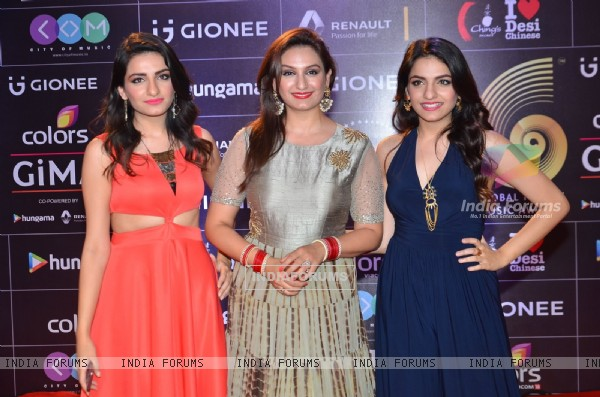 Sukriti, Aakriti and Prakriti Kakkar at COLORS GiMA AWARDS 2016