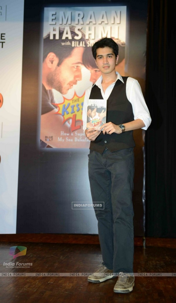 Emran Hashmi Promotes his book 'Kiss of Life' with Arvind Kejriwal