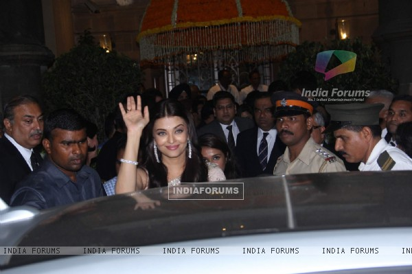 Aishwarya Rai Bachchan attend Prince William and Kate Dinner Party