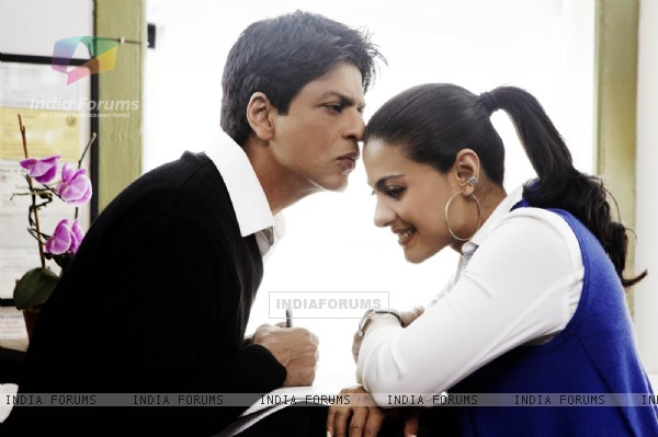 Lovable scene of Shahrukh and Kajol
