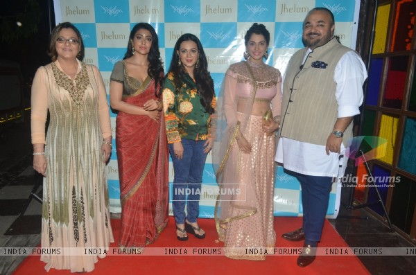 Shriya Saran and Isha Koppikar at Jhelum Store for JJ Valya Preview