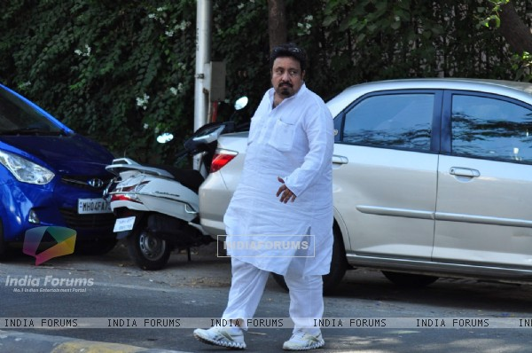 Neeraj Vora at Funeral of Firoz Nadiadwala's Mother Munira Nadiadwala
