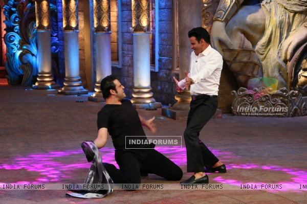 Krushna Abhishek and Manoj Bajpayee at Promotions of 'Traffic' on Comedy Nights Bachao