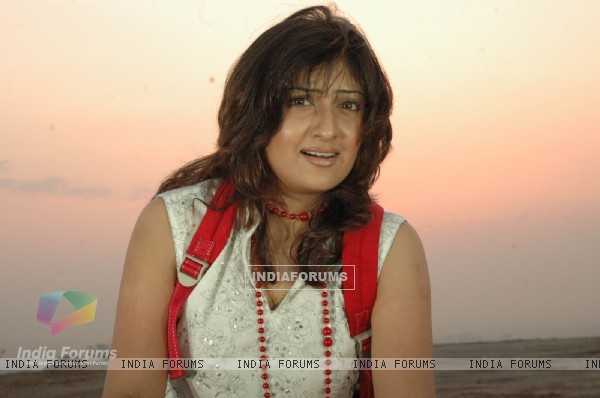 Juhi Parmar as Kumkum