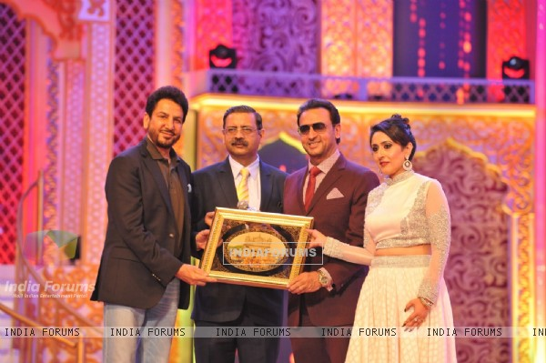Gulshan Grover at 6th PTC Punjabi Film Awards 2016