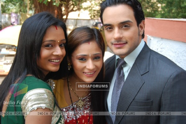 Alekh with Sadhna and Ragini