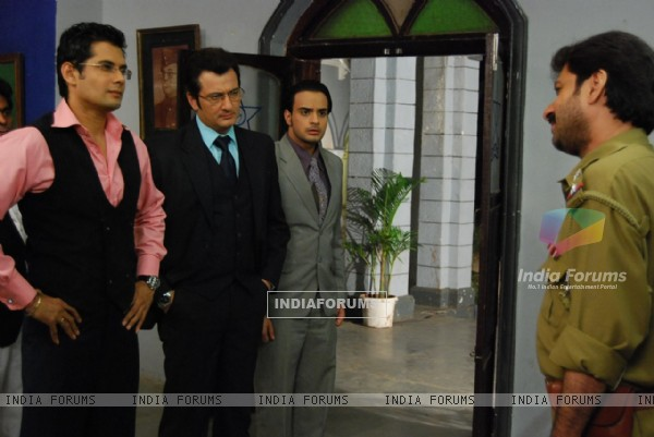 Dhananjay, Indrajit and Alekh in police station