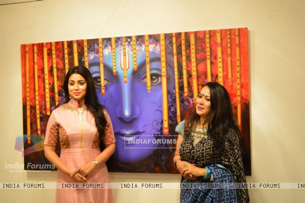 Shriya Saran Inagurates Rakhi Baid's Painting Exhibition