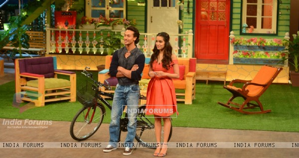 Hunky Tiger Shroff and Gorgeous Shraddha Kapoor Promotes 'Baaghi' on 'The Kapil Sharma Show'