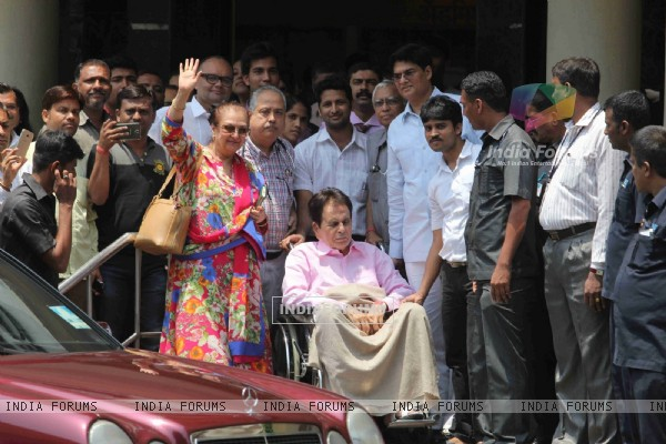 Dilip Kumar Discharged from Lilavati Hospital; Saira Banu accompanies him