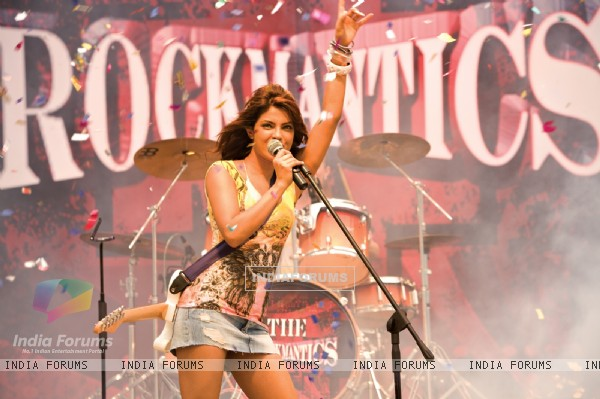 Priyanka Chopra rocking the floor (40398)
