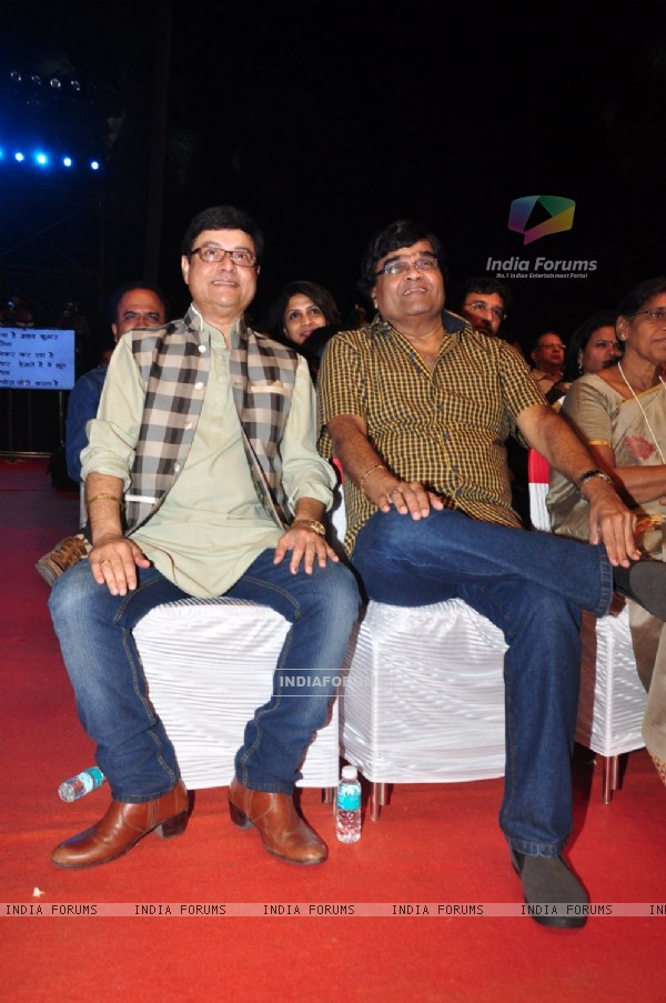 Ashok Saraf and Sachin Pilgaonkar at Color's Marathi Awards