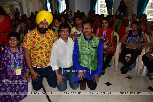 Gurucharan Singh at Dr Samir Mansuri's NGO 'BLIND DREAMS'