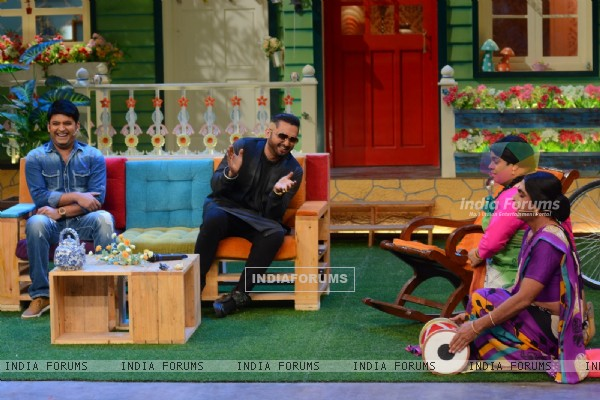 Kapil Sharma, Honey Singh, Kiku Sharda and Sunil Grover on the sets of 'The Kapil Sharma' Show