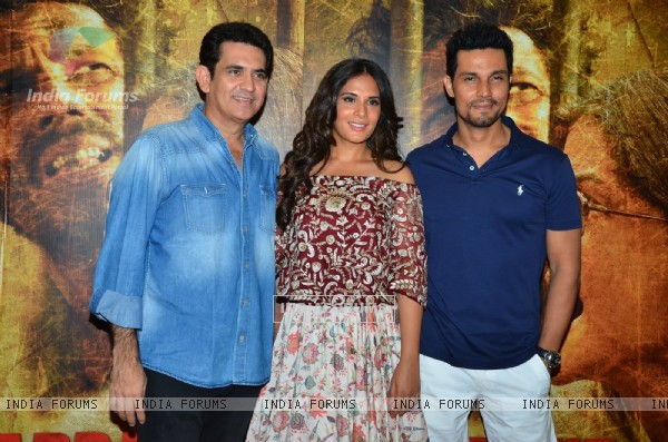 Randeep Hooda and Richa Chadda and Omung Kumar at Song Launch of 'Sarabjit'
