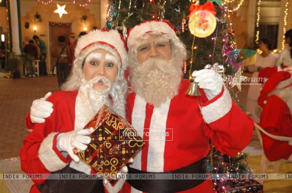 Jethalal and Dayaben looking like SantaClaus