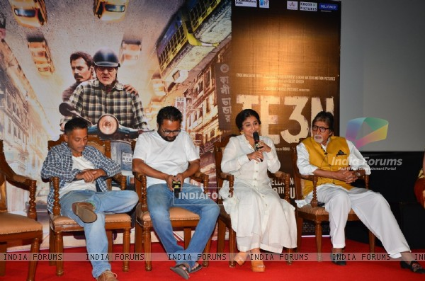 Sujoy Ghosh, Ribhu Das Gupta, Amitabh Bachchan and Vidya Balan at Trailer Launch of 'TE3N'