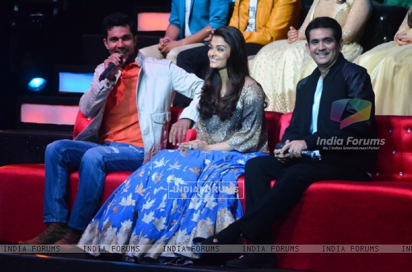 Randeep Hooda, Aishwarya Rai Bachchan and Omung Kumar Promote Sarbjit on Show 'Sa Re Ga Ma Pa 2016'